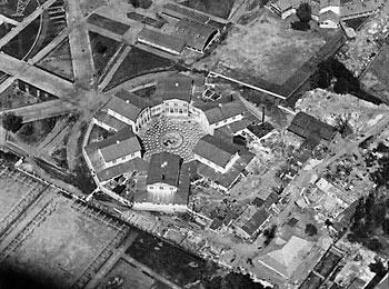 """Бывший павильон """"Механизация"""" на первой Всесоюзной сельскохозяйственной и кустарно-промышленной выставке в 1923 году (архитекторы И.В.Жолтовский, Н. Колли, В.Д.Кокорин, М.П.Парусников)."""