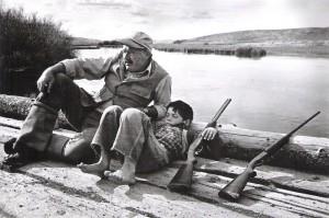 Эрнест Хемингуэй с сыном на охоте. Октябрь 1941 г.