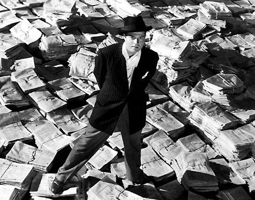 """Кадр из величайшего фильма в истории """"Гражданин Кейн"""" (1941). Редиссер Орсон Уэллс, В главной роли: Орсон Уэллс."""