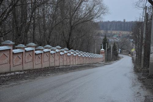 Вторая очередь ограды Спасского храма села Прохорово. В. И. Якубени. 2012 – 2014.